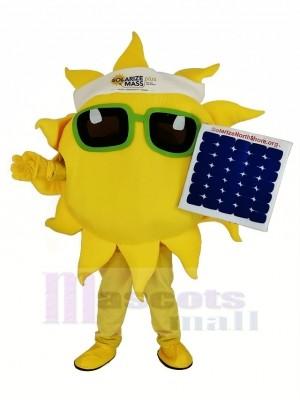 Komisch Sonne Halten ein Solar Panel Maskottchen Kostüm