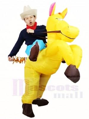 Cowboy Fahrt auf gelbem Pferd aufblasbare Halloween Weihnachts kostüme für Erwachsene