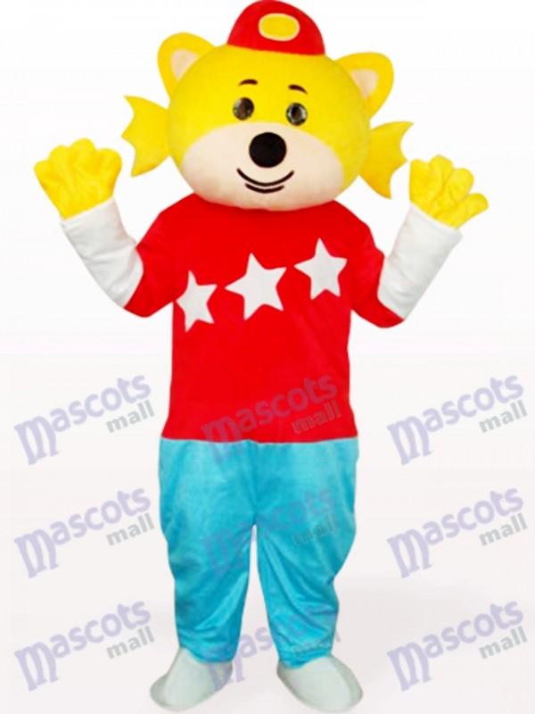 Reizender Junge im roten Kleidungs erwachsenen Maskottchen Kostüm